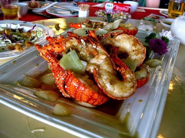 Райский остров Ламма (Гонконг) и Rainbow Seafood Restaurant, лобстеры в масле