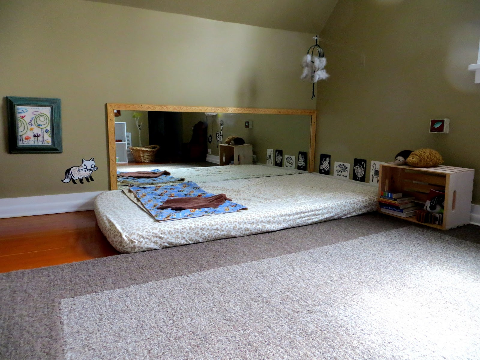 Itty bitty love a little tour e 39 s montessori nursery for Chambre ado petit espace
