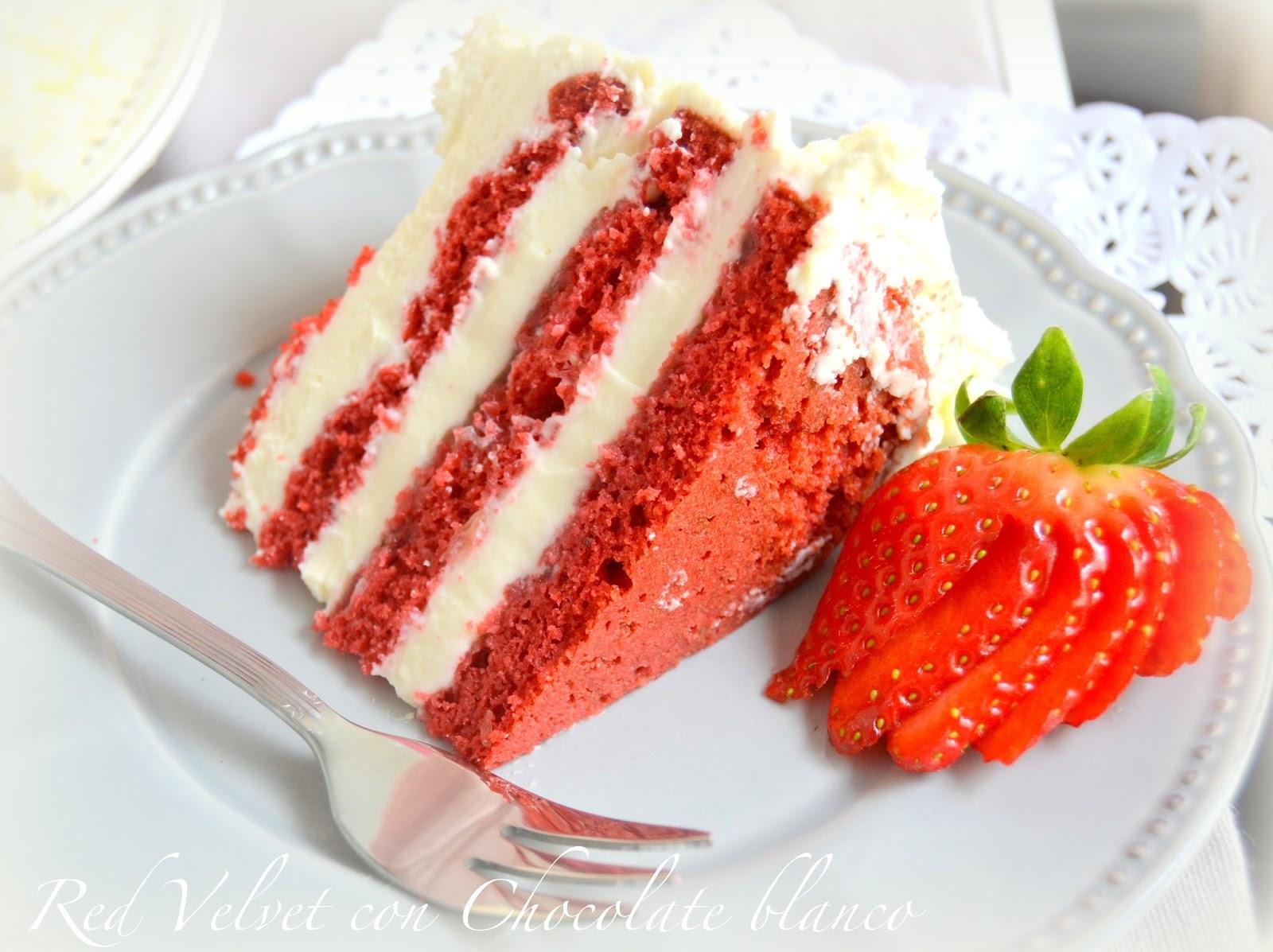 Red velvet con fresas y chocolate blanco. Sencillo, fácil, casero. Recetas para San Valentín, día de los enamorados.