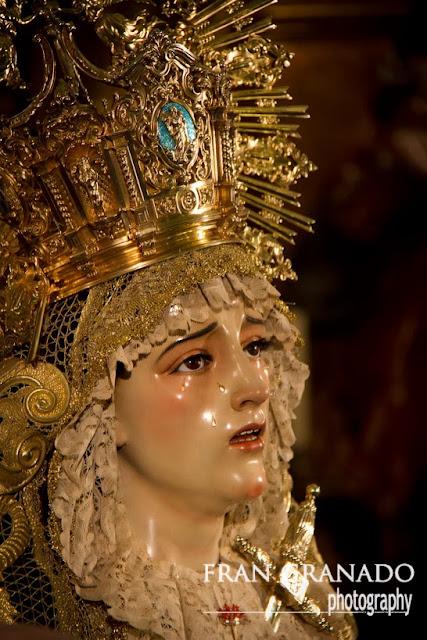 http://franciscogranadopatero35.blogspot.com/2013/12/miradas-de-dolores-en-santa-cruz.html