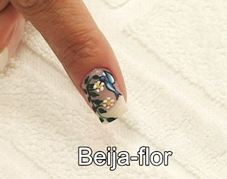 desenho nas unhas beija-flor