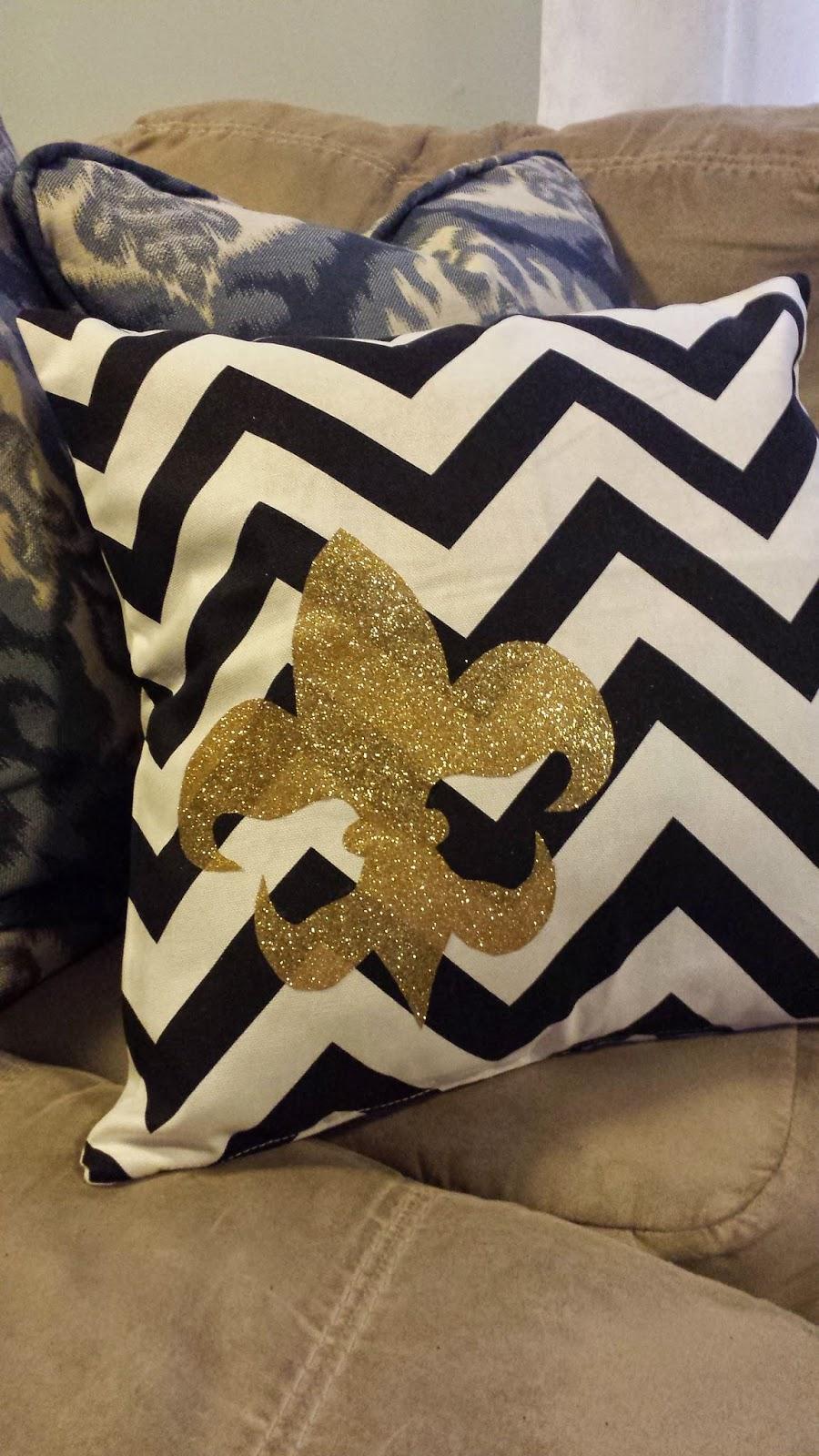 Diy Giant Chevron Floor Pillows : Nadia s DIY Projects: DIY Fleur De Lis Chevron Pillow