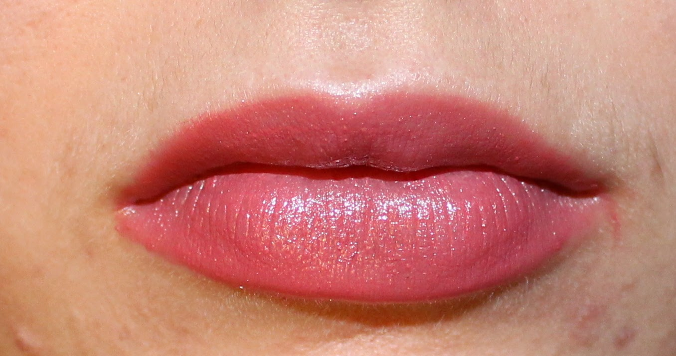Clarins Rouge Éclat in Pink Magnolia on Lips