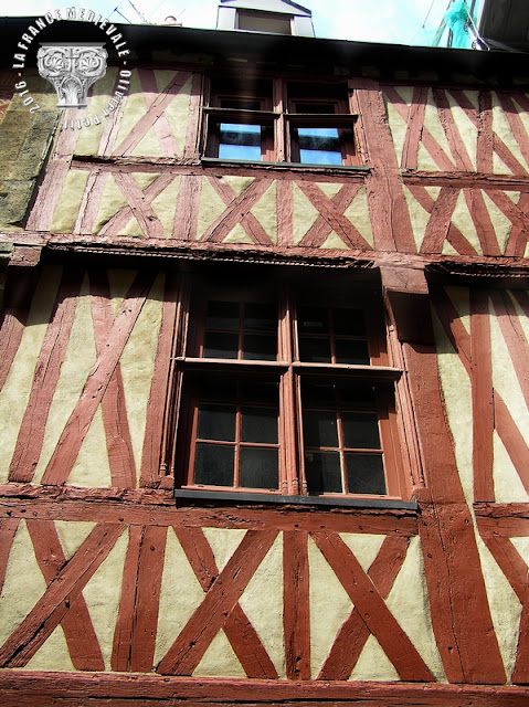 DIJON (21) - Rue Porte aux Lions : Maisons médiévales (XVe siècle)