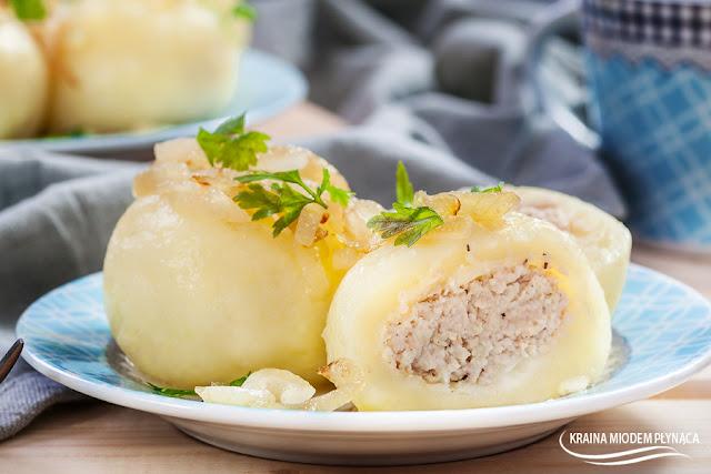 kluski śląskie, kluski śląskie z mięsem, nadziane kluski, kluski ziemniaczane, pyzy z mięsem, jak spożytkować ugotowane mięso z kurczaka, co zrobić z ugotowanego mięsa, kraina miodem płynąca, kule z mięsem, kule ziemniaczane,