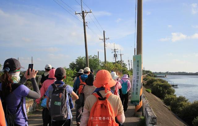 步行終於得到短暫的休息,準備開始水路的行程。