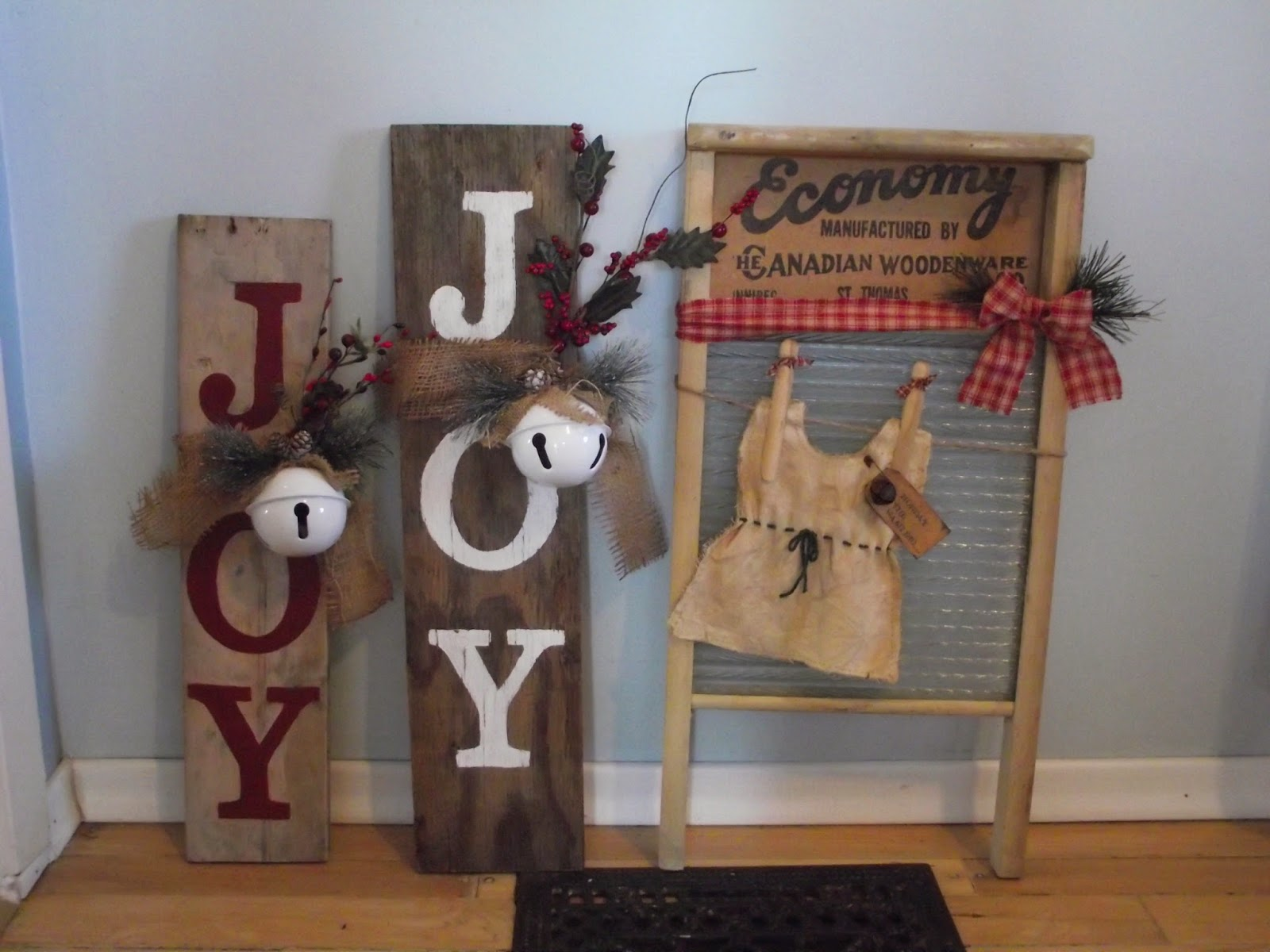 Country mom at home christmas crafts a sneak peak for Christmas crafts using wood