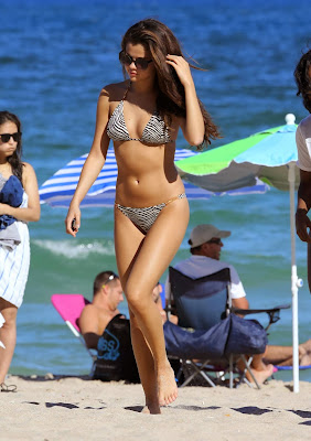 Selena Gomez shows off bikini body while vacation in Miami beach