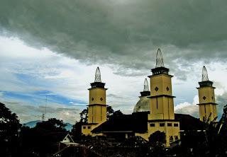 Sebuah Mesjid Agung di Kota Garut