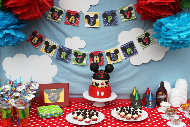 DIY Table Decoration for a Mickey Mouse House Cake.