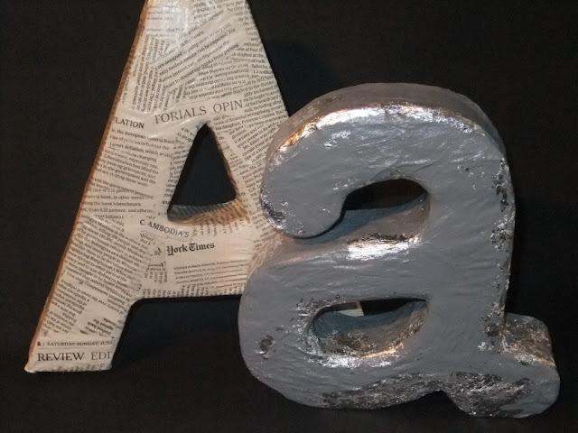 Buchstaben aus Klopapierrollen