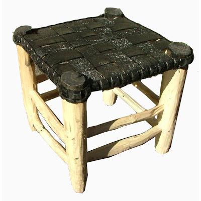 كرسي مصنوع من الخشب و إطار قديم