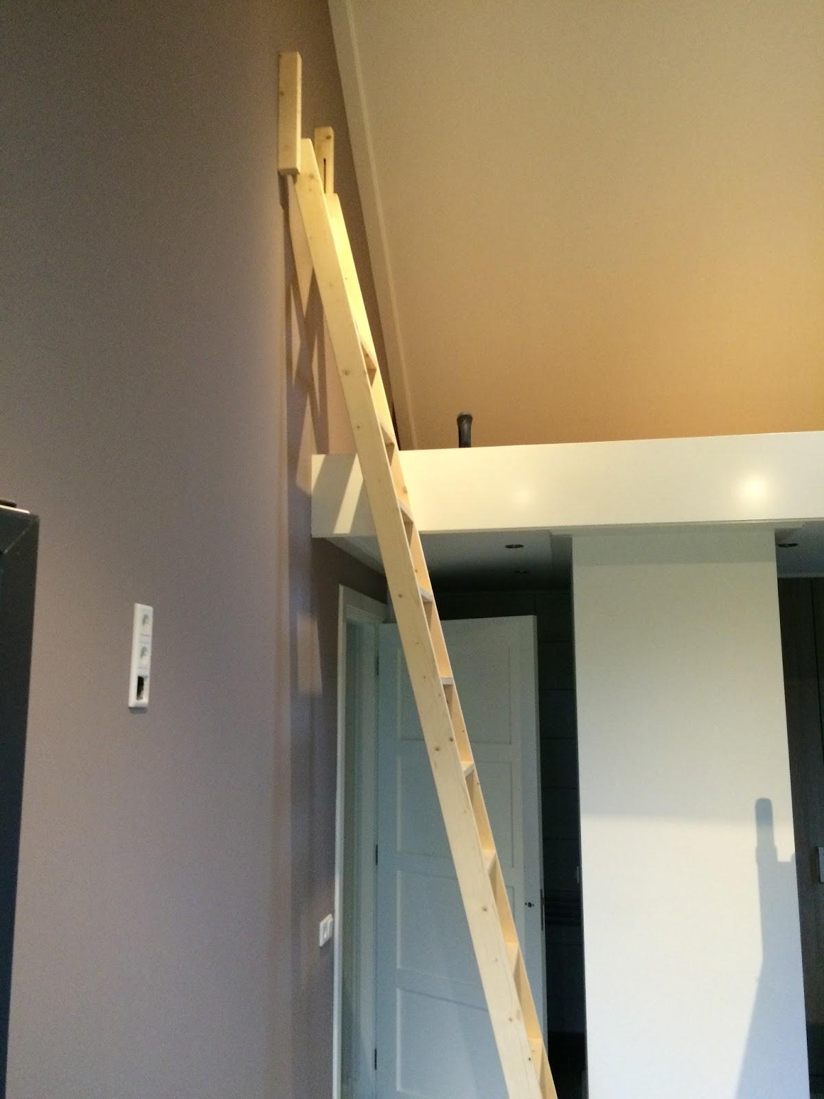 Hoge vide met dwarsgeplaatste trap - Mezzanine trap ...