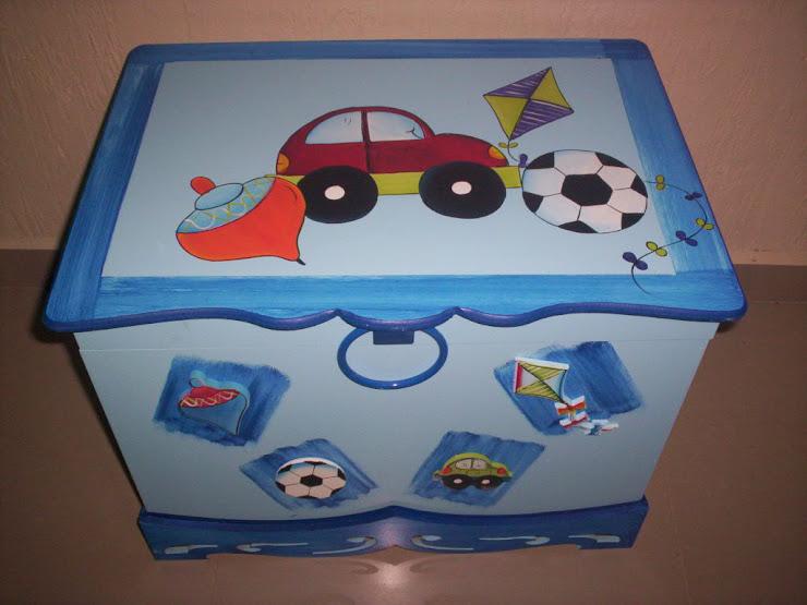 Bau carrinho, peao,bola e pipa R$ 160,00