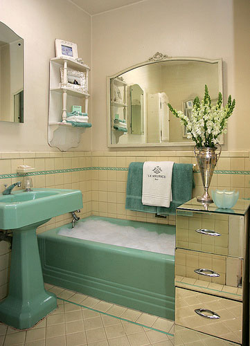 Retro bathroom designs pictures bathroom furniture for Vintage bathroom designs