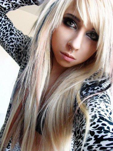 http://2.bp.blogspot.com/-KtFMFWIQoT4/TakXaDfL8LI/AAAAAAAAALo/0x7Bbc-Oigk/s1600/long-emo-hair-d.jpg