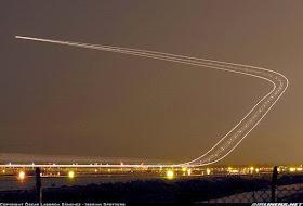 Skyline Jejak Pesawat di rubah Menjadi sebuah Seni oleh Fotographer - Jurukunci4.blogspot.com