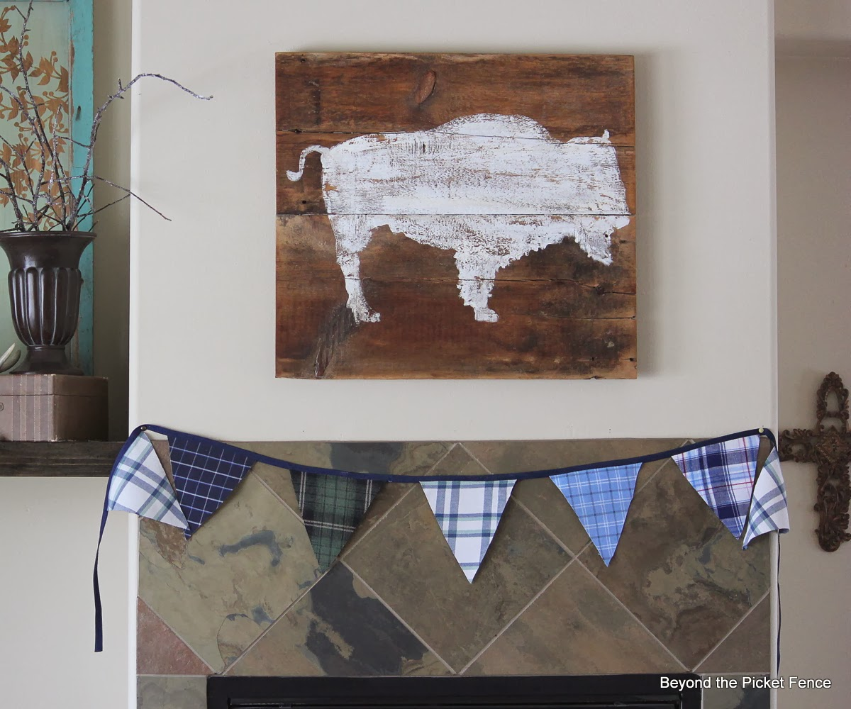 bison art reclaimed wood http://bec4-beyondthepicketfence.blogspot.com/