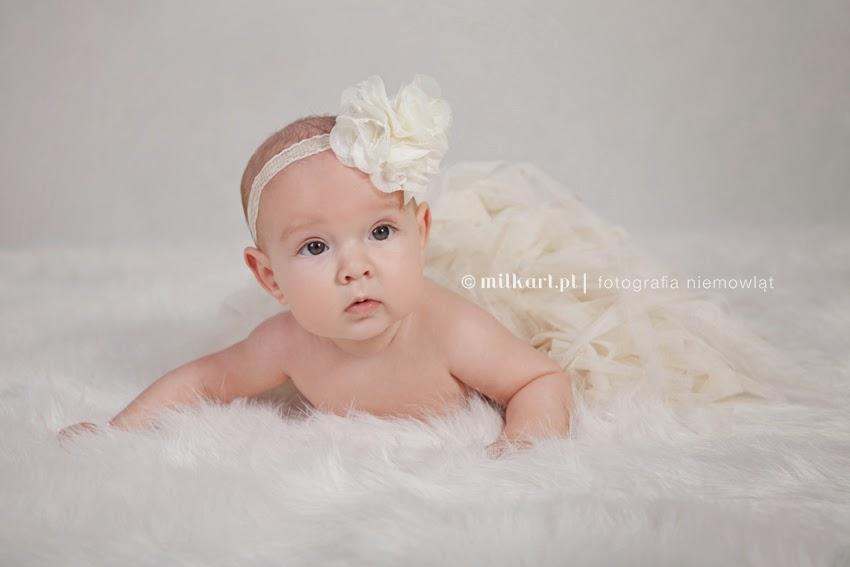 zdjęcia niemowlaków, sesje na chrzciny, fotografia dziecięca, profesjonalne studio fotografii dziecięcej w poznaniu