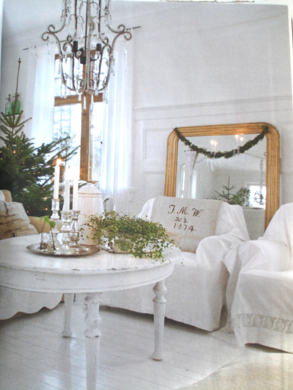 Starting On Page 36 Is A 13 Page Spread With Shabby Whites Holiday Decorating Omg Best Ever Here S A Sneak Peek