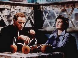 Marlon Brando and Jean Simmons Guys and Dolls 1955 movieloversreviews.blogspot.com