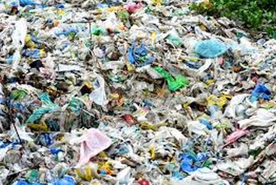 polusyon sa basura Tila walang takas kapanalig, tila lahat tayo ngayon ay hawak na sa leeg ng  polusyon ayon nga sa isang sikat na kanta: hindi naman masama.