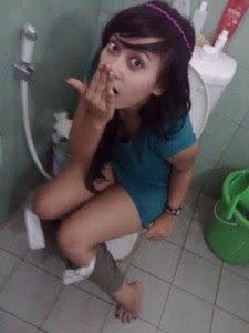 Gambar Bugil Kelakuan ABG sekarang kalau di kamar mandi