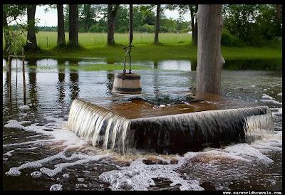 Unik, Sumur Sedalam 2,5 Meter Bisa Menyemburkan Air