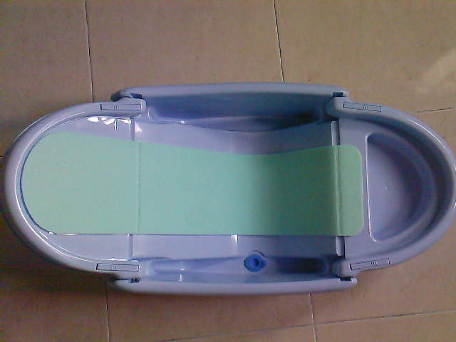Then, We Went To One Of The Baby Boutiques : The First Years At The Curve.  There Are Few Types Of Bathtub Available In Many Sizes/colours And  Functions.