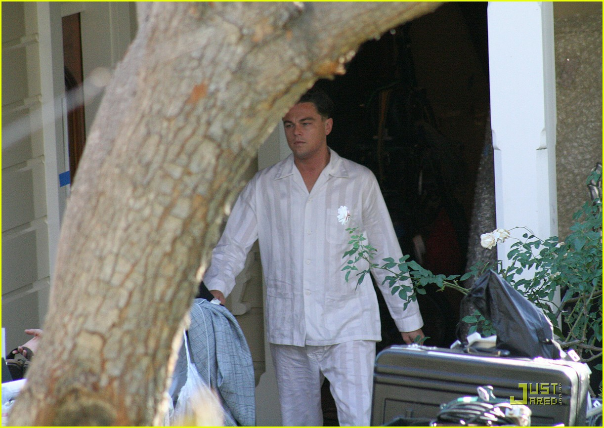 http://2.bp.blogspot.com/-KuWmz7fTDFA/TVVOP_XniII/AAAAAAAAkok/TttOclXcemQ/s1600/leonardo-dicaprio-pristine-pajamas-03.jpg