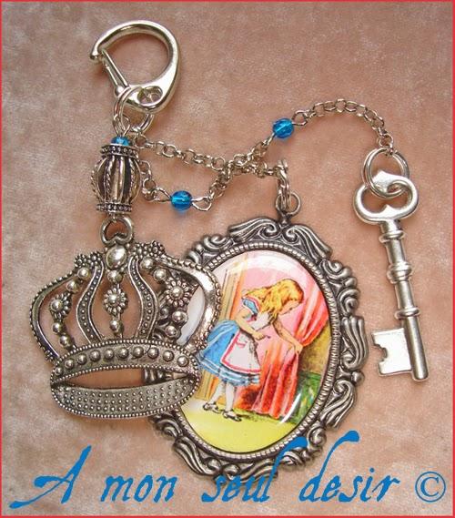Bijou de Sac Alice au Pays des Merveilles Lewis Carroll Couronne Clé Clef Alice in Wonderland Crown Key Bag Charm Jewel