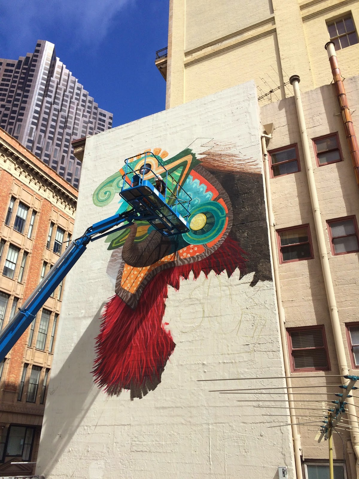 Fancy Curiot paints a new mural in San Francisco USA