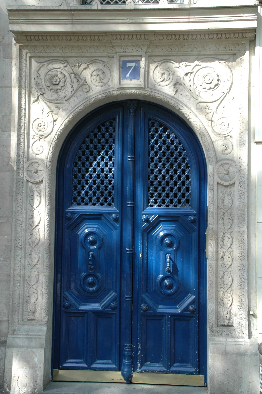 Paris and beyond la porte bleue for Porte in french