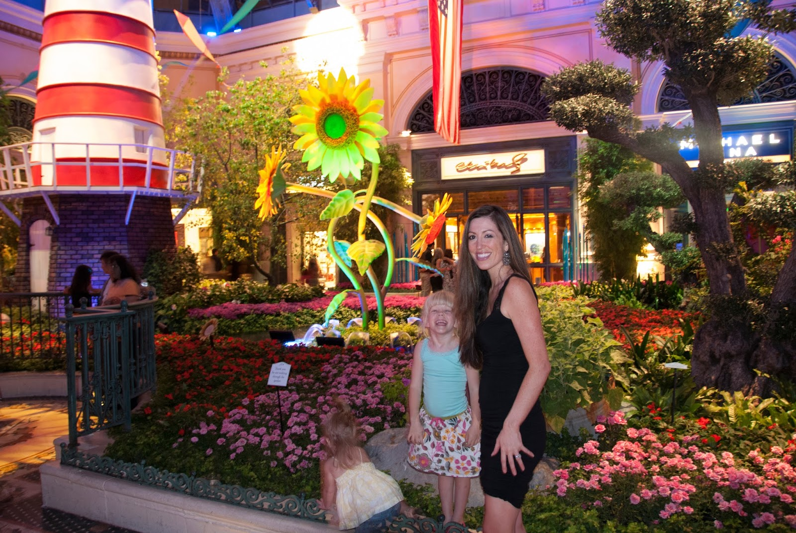 All Things Elise & Alina: Las Vegas Trip 2013: Vegas After Dark ...