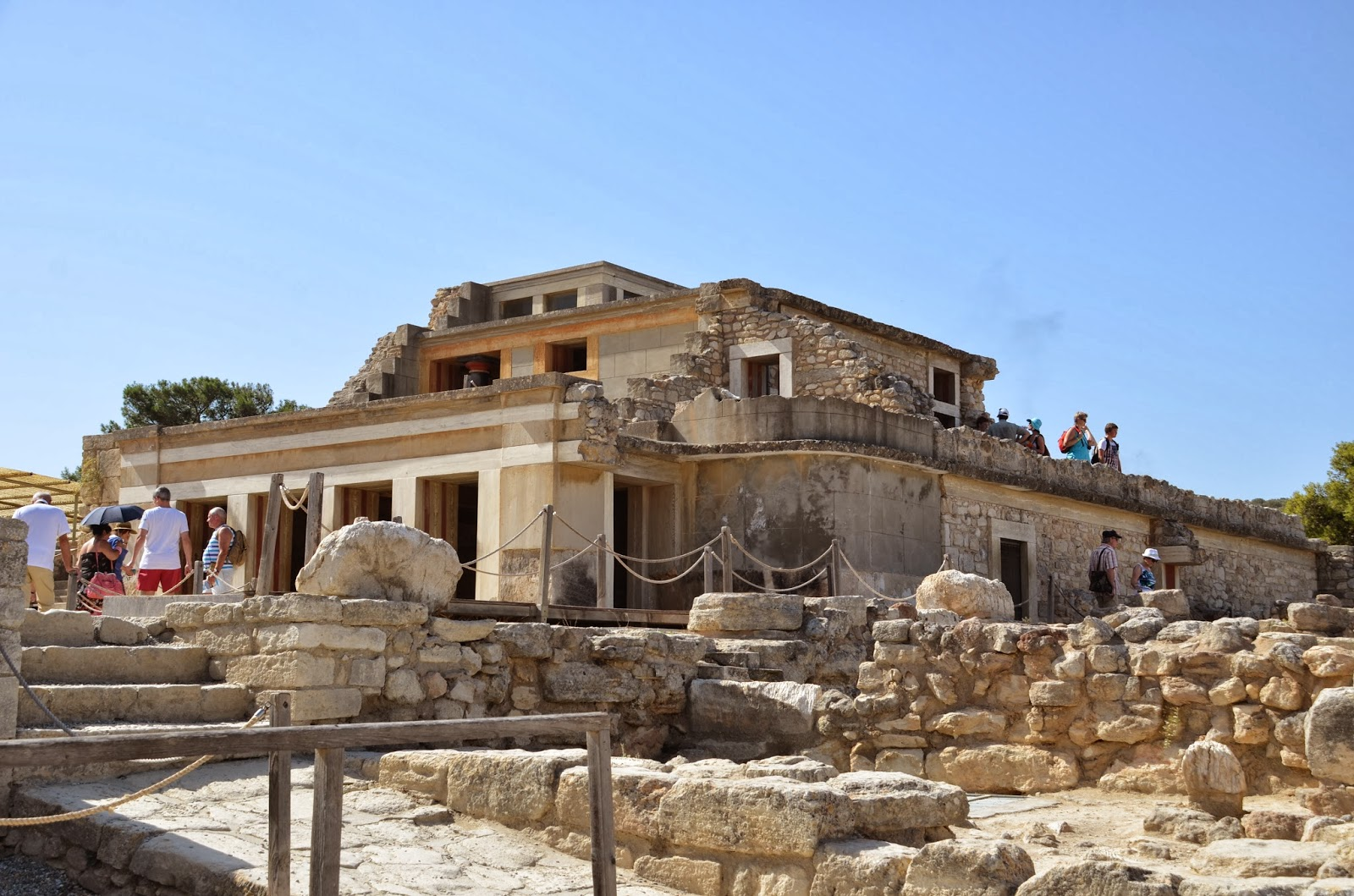 THE PALACE OF KNOSSOS Holiday and Travel Europe