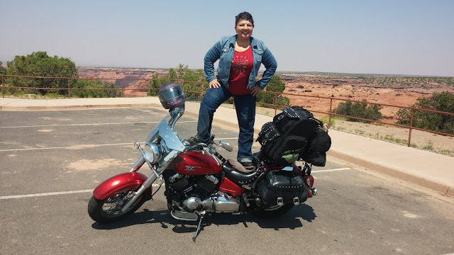 Canyon-de-Chelly-motorcycle