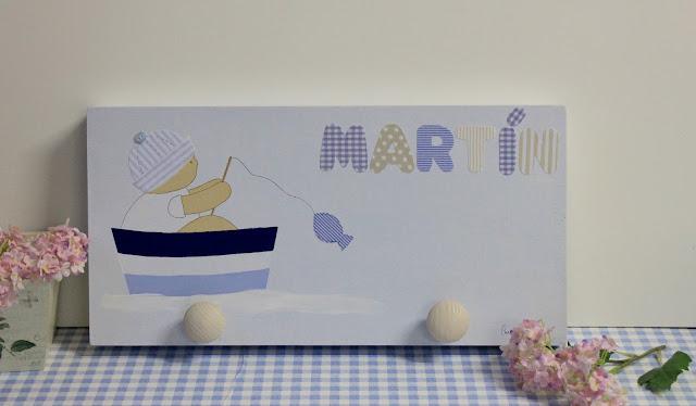 perchero infantil personalizado con nombre, pintado a mano