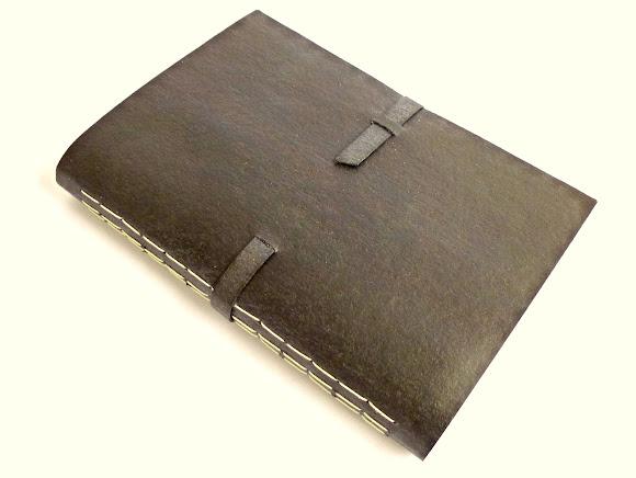 caderno-couro-reciclado-costura-aparente