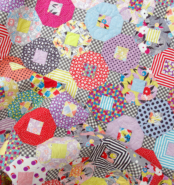 Gardenvale Kansas Dugout Quilt - A Finished Quilt | Red Pepper Quilts 2015