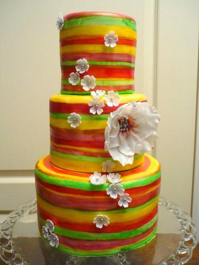 интересна сватбена торта в различни  цветове