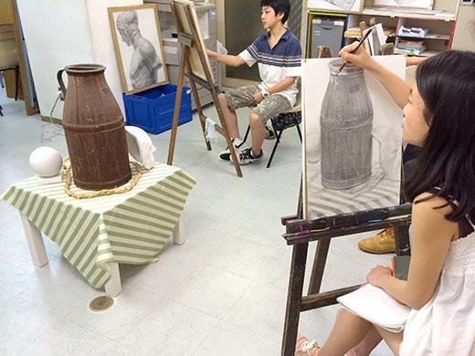 横浜美術学院の中学生教室 美術クラブ のびのび描こう!鉛筆で描く「静物デッサン」6