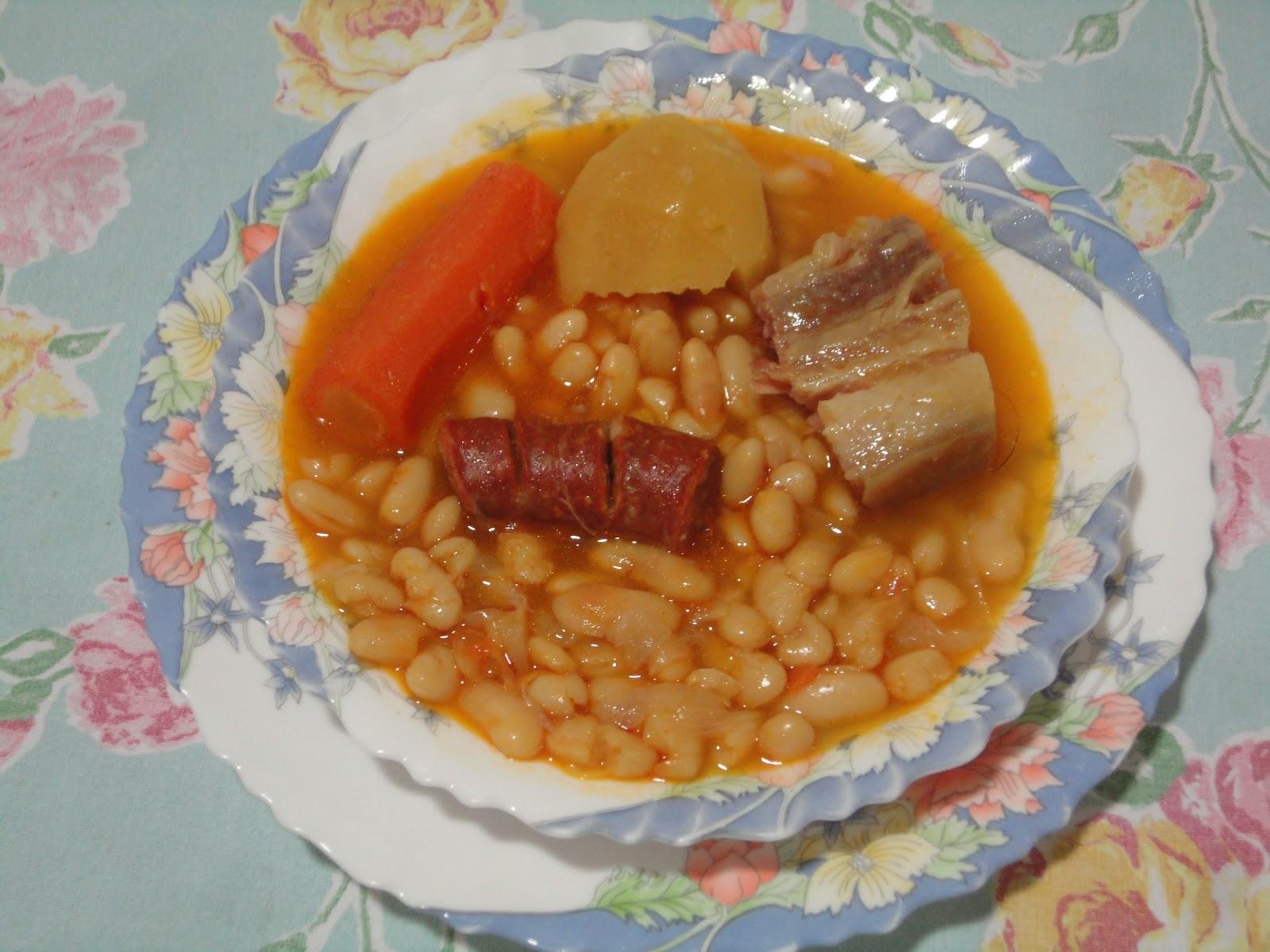 Tenedor y cuchara judias blancas con chorizo y tocino ib rico for Cocinar judias blancas
