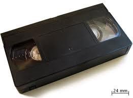 necesitamos cajitas de plástico en la que venían los videos (VHS)
