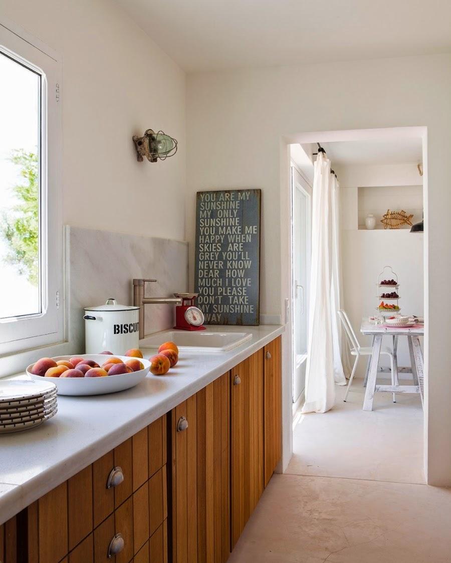 wystrój wnętrz, home decor, wnętrza, aranżacje, białe wnętrza, domek wakacyjny, styl skandynawski, kuchnia