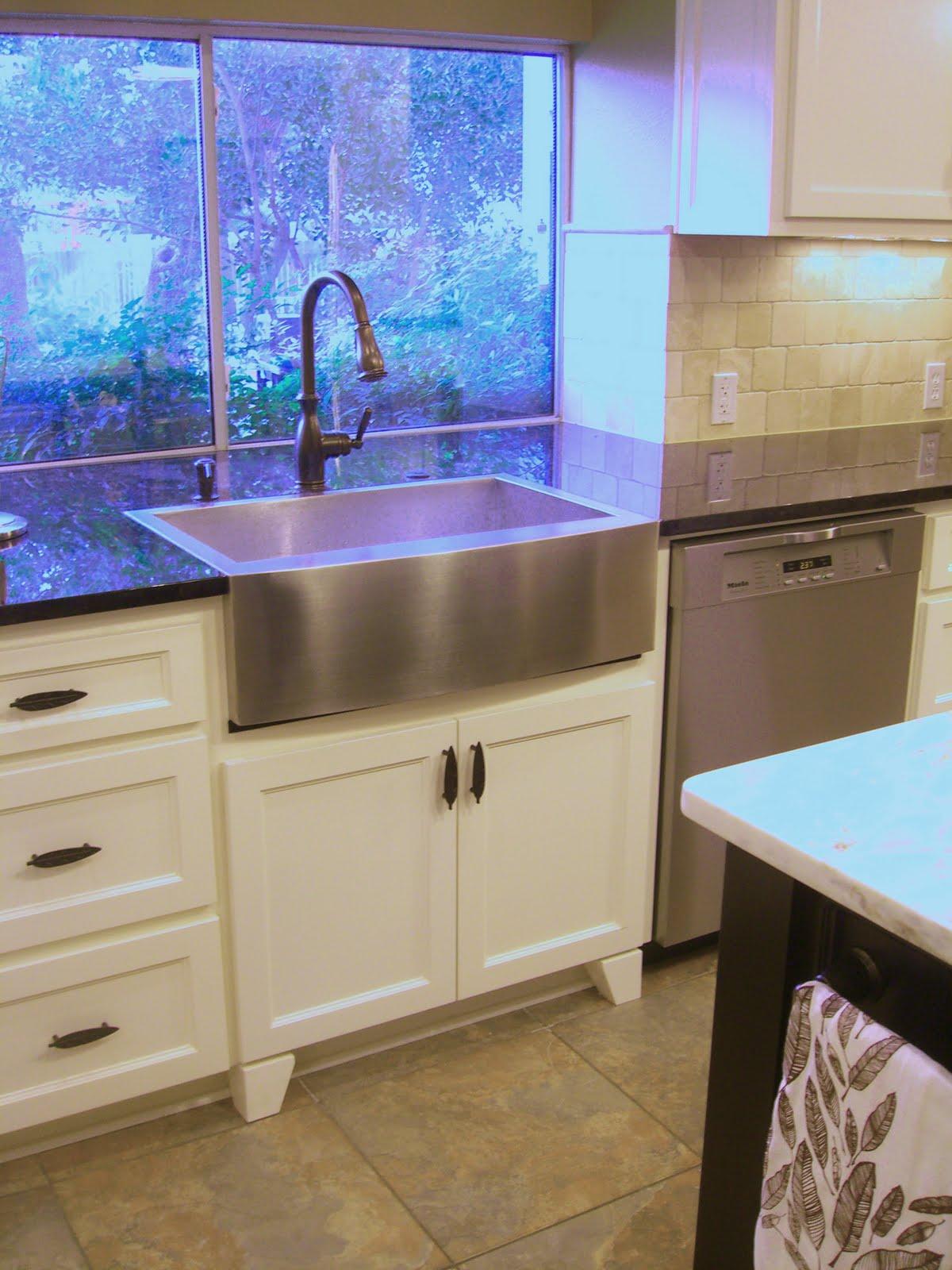 Corner kitchen pantry picture