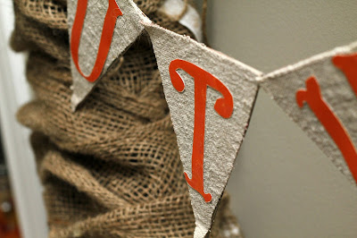 burlap wreath - www.turtlesandtails.blogspot.com