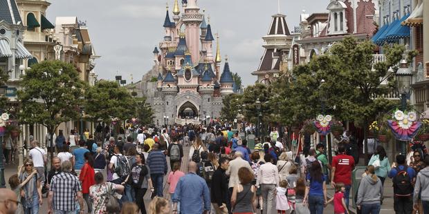 Man with guns and the Koran arrested at Disneyland Paris