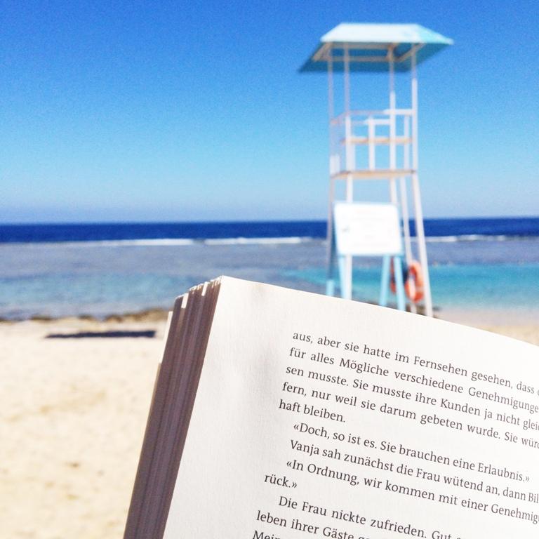 Mittwochs mag ich, Mmi, Frollein Pfau, Urlaub, Strand, Meer, Krimi, lesen, Sand, Beach