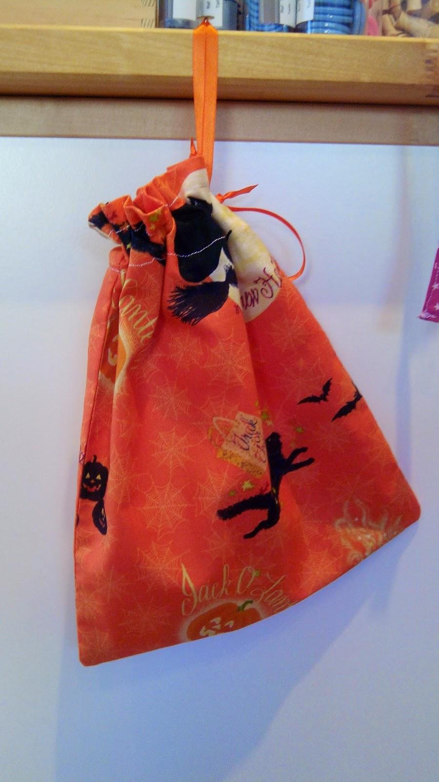 Couture en atelier pochon halloween