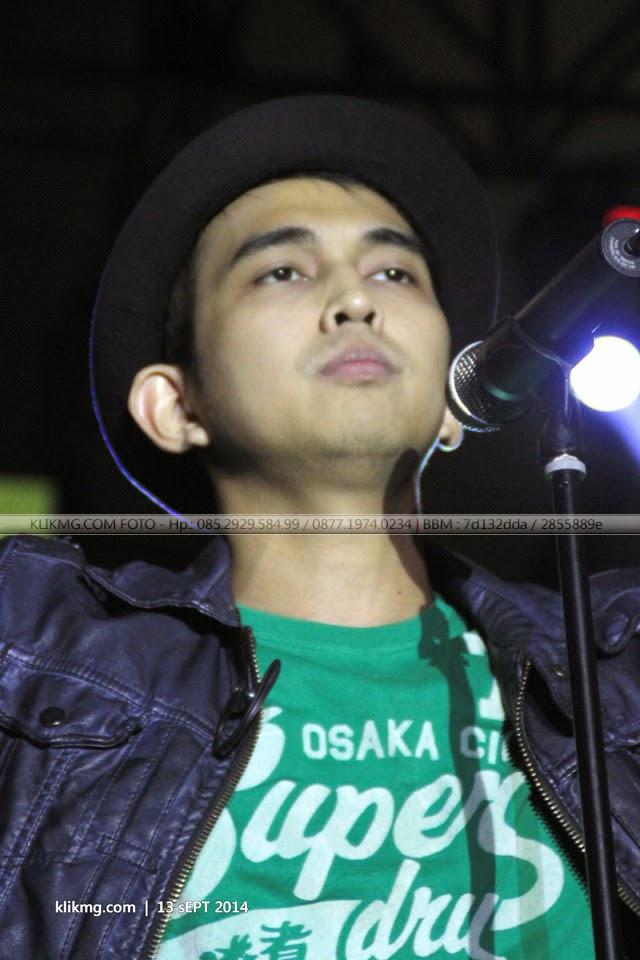 Aksi : Indra Perdana Sinaga vocalist Lyla pada Gebyar Asyik - 13 September 2014 di GOR Satria Purwokerto   Foto oleh : klikmg.com